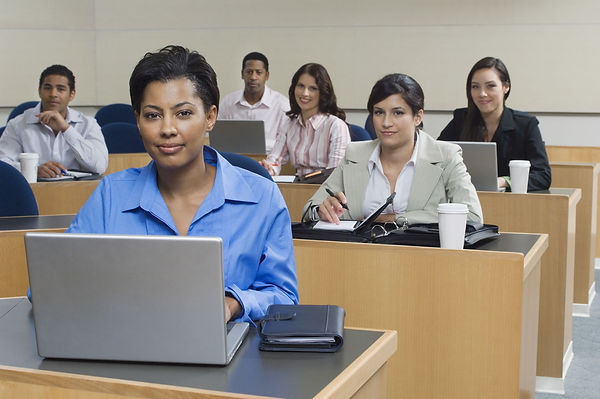 business-people-sitting-in-classroom_190