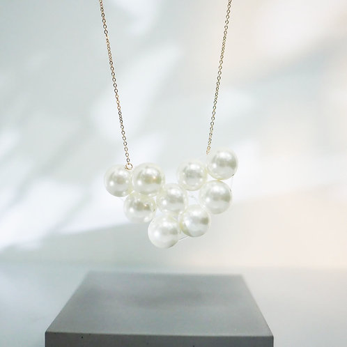 FALALALALA CREAM IVORY PEARL NECKLACE | CLOUD SHAPE