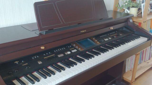 電子ピアノが・・・。