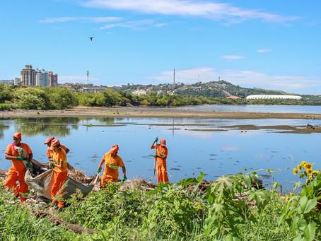 DMLU promove operação de limpeza na Orla