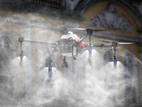 Coronavírus: Praça XV de Novembro é palco de novo teste com drone de pulverização