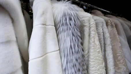 How to properly store a fur coat in a non-cold time?