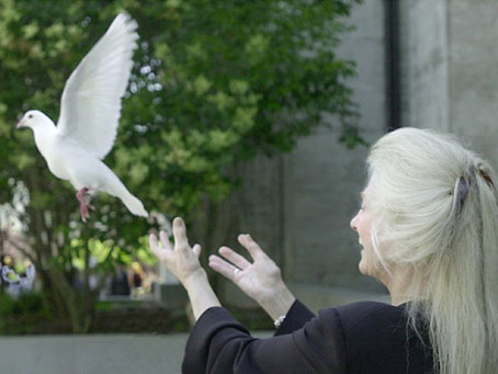 """Judy Collins Recalls Origin of """"Bread and Roses"""" Song"""