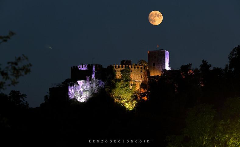 Gropparello Castle - nacht met de