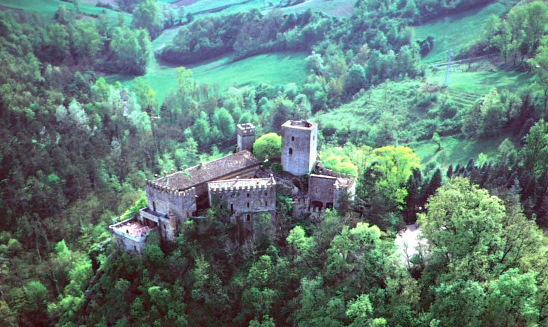 castello di Gropparello - parco.jpg