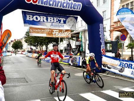 Daniel Auer gewinnt das Innenstadt-Kriterium in Braunau!