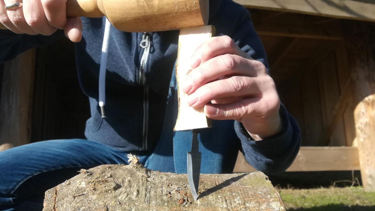 Sørg for at knivbladet sidder lige, hele vejen rundt.