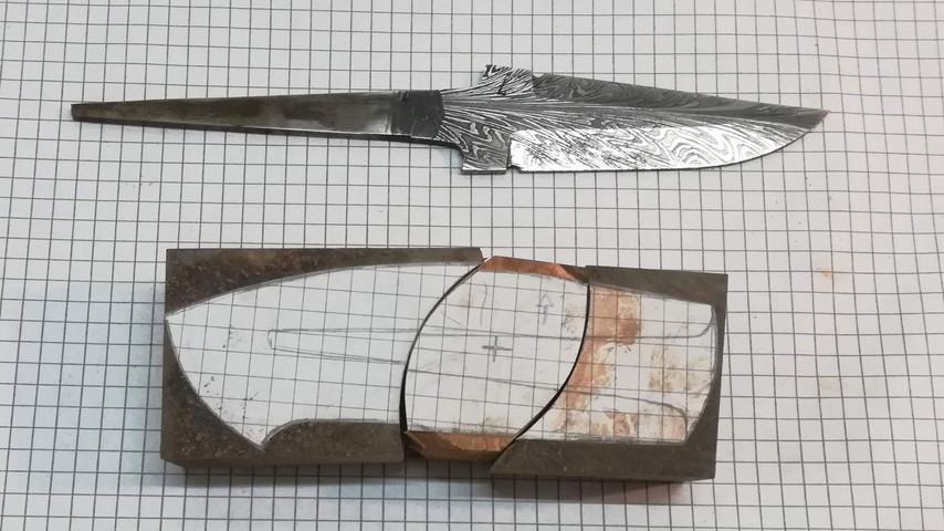Alle delene på kniven tilpasses på samme måde.