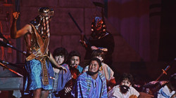 Joseph and the Amazing Technicolor Dreamcoat - Screenshot_Grovel Grovel Reprise 01b (Q6)