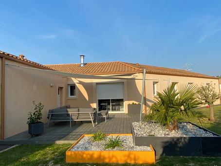 De quoi protéger et embellir cette terrasse Vendéenne