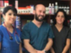 Veterinarios de PuntoVet Paulina Urbina, Maximiano Lemaître y Marcia Gálvez. San Felipe