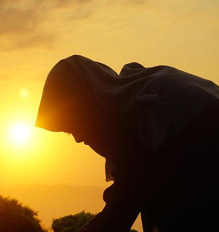sunrise-4021128_1920_edited.jpg