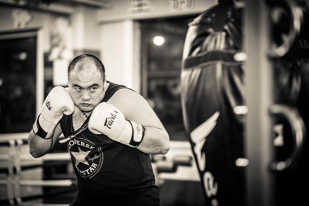 Jianghang preparing to hit the heavy bag