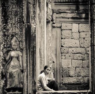 cambodian woman in Angkor Wat