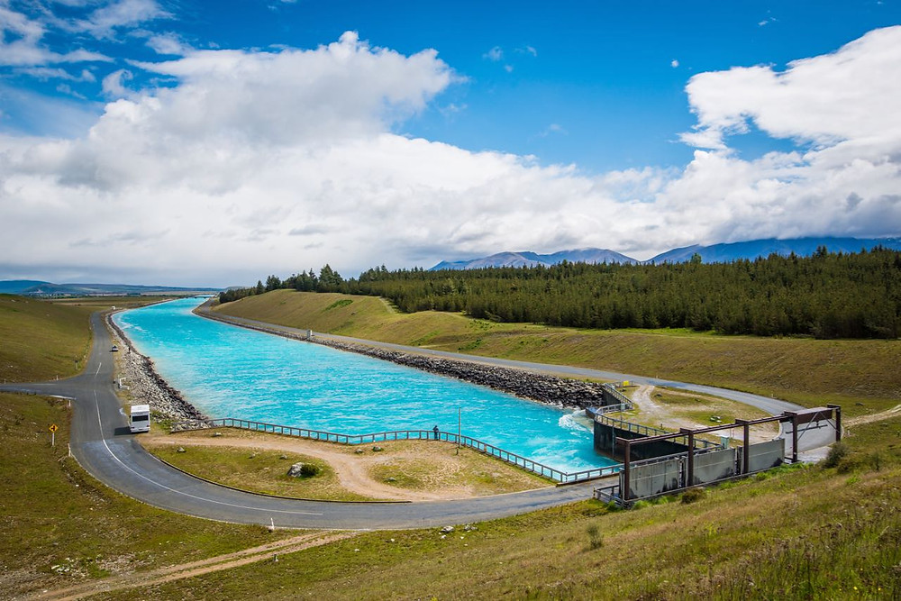Pukaki canal with unreal turquoise waters