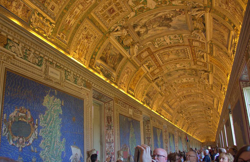 vaticanmuseum4.jpg