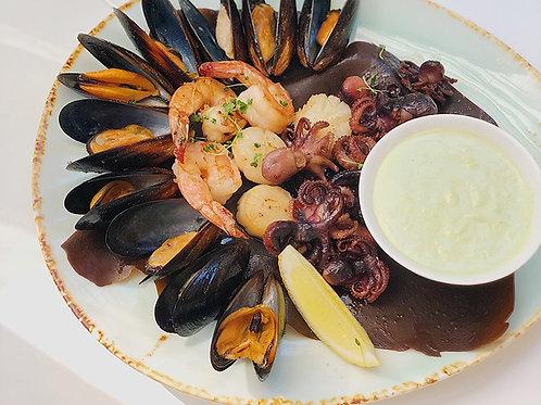 Морепродукты, приготовленные на гриле