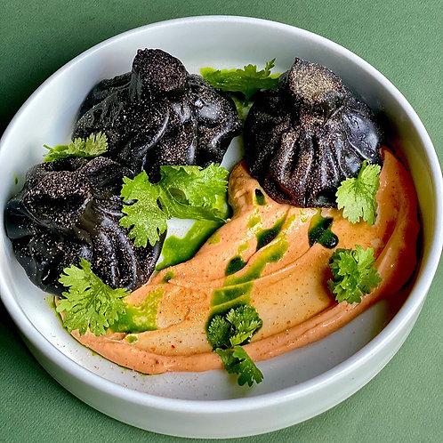 Чёрные хинкали с креветками, домашним сыром и белой аджикой