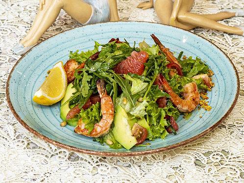 Руккола и микс из салатных листьев с тигровыми креветками