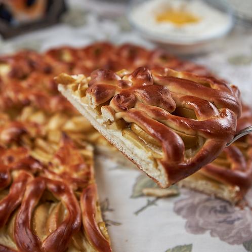 Творожно-яблочный слоеный пирог