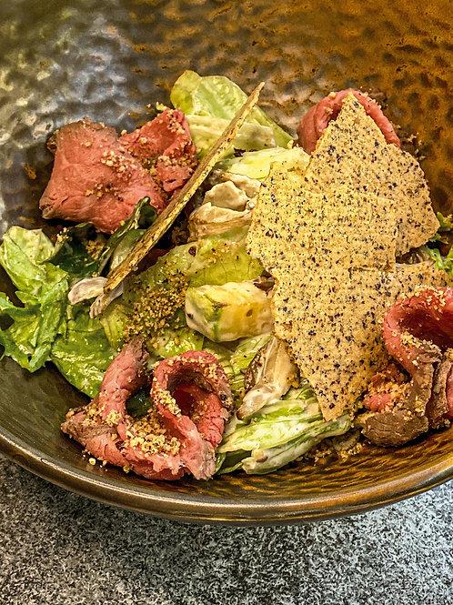 Салат с ростбифом и вешенками, орех.заправкой и печеньем из фундука