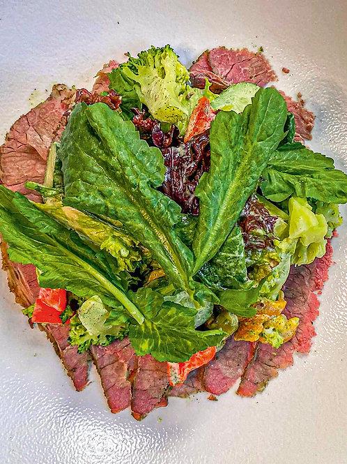 Салат с пастрами,трюфельной заправкой, битыми огурцами и жареной брокколи