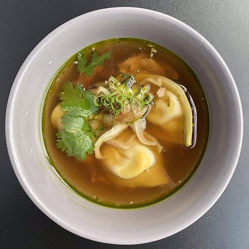 Суп с вонтонами из креветки и томленой уткой