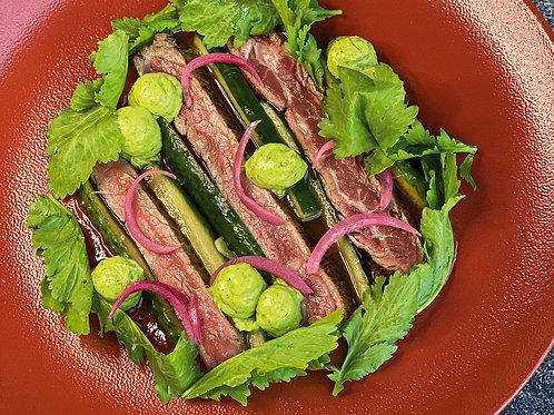Обожженное карпаччо из говядины с соусом наршараб и битыми огурцами