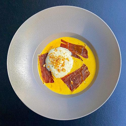 Крем-суп из чечевицы с копченой грудинкой и сырным муссом