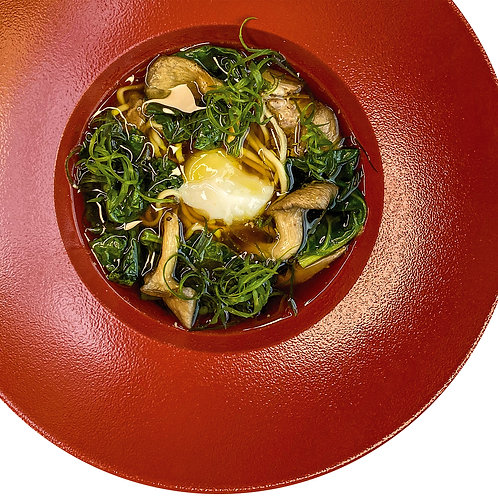 Рамэн с уткой, шпинатом, вешенками и яйцом пашот