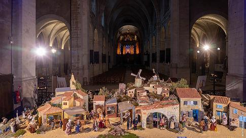 Vue de la crèche provencale avec la cathédrale