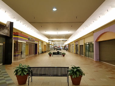 Mall_205_(Portland,_OR)_interior.jpg