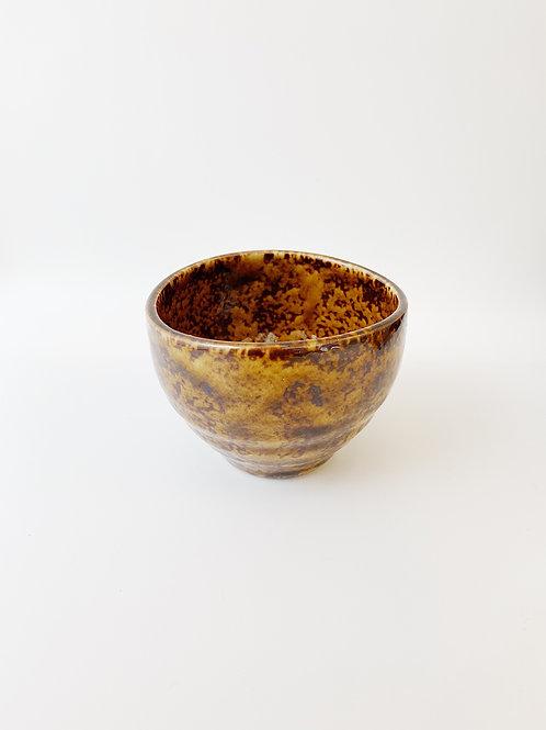 Japan Brown Porcelain Tea Cup。日本棕瓷茶杯