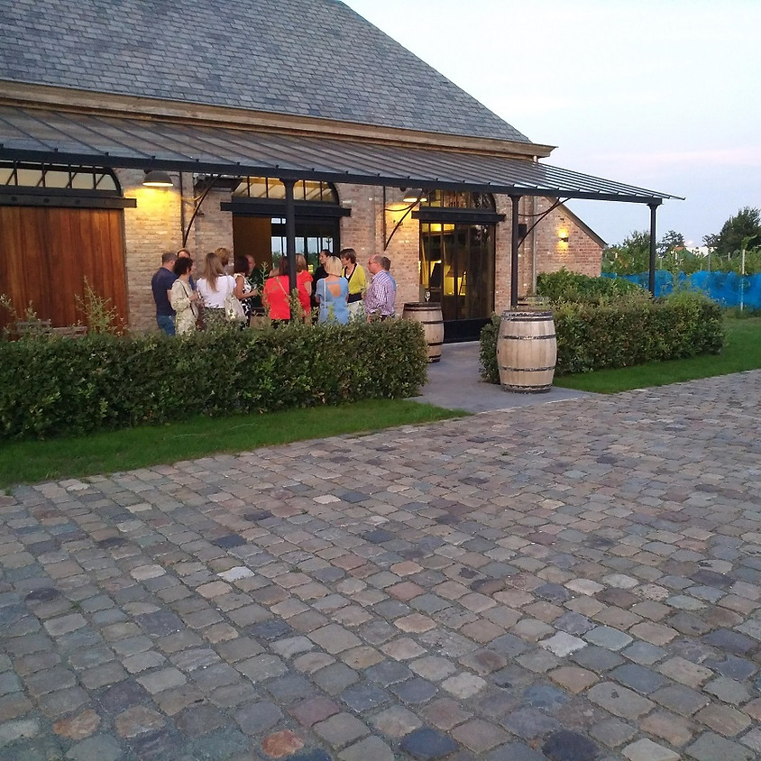 Wijndomein Nobel bezoeken en lekkere Belgische wijntjes degusteren.