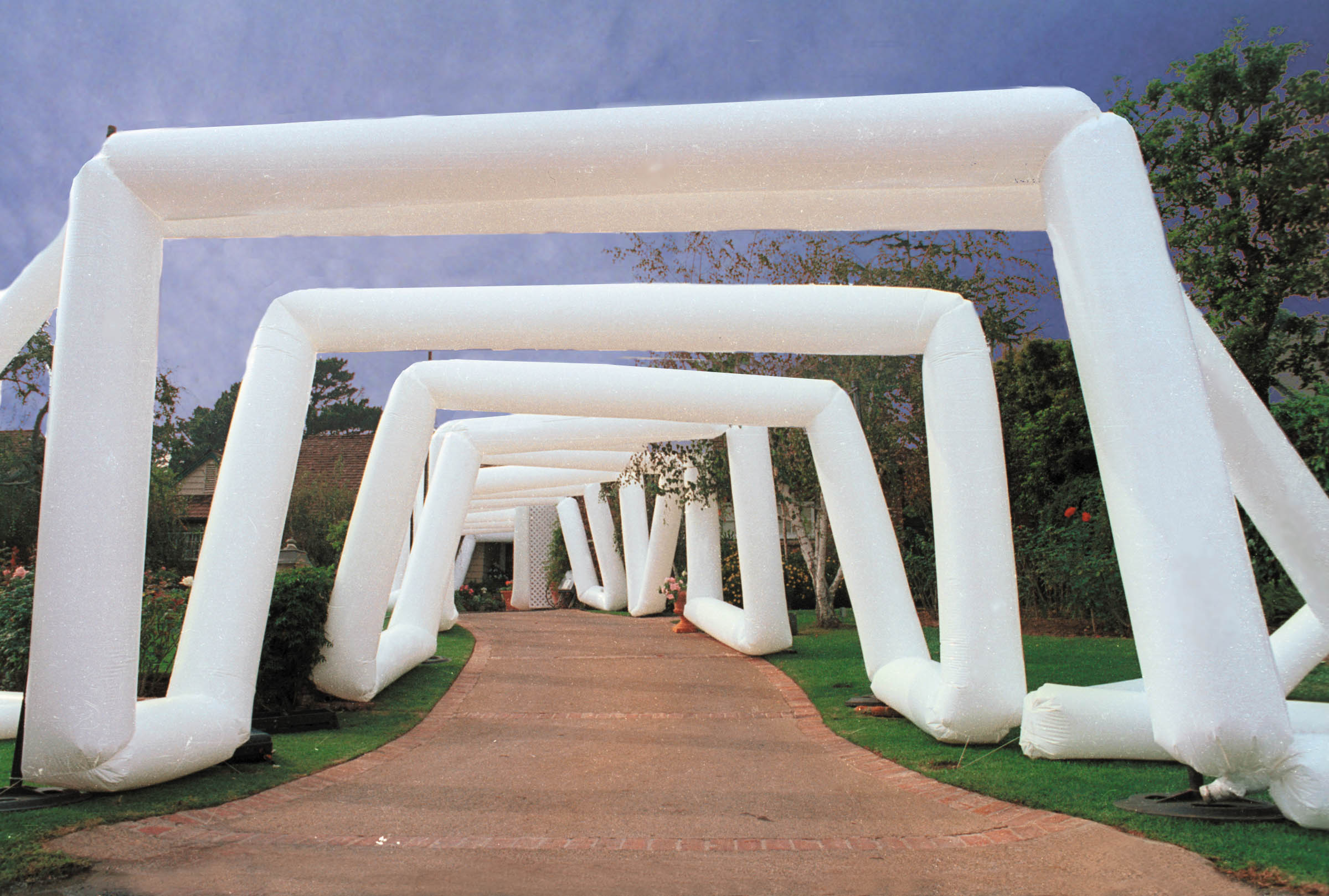 -  Tunnel of arched Airtubes