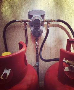 Gas changeover regulator