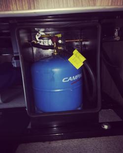 VW gas locker
