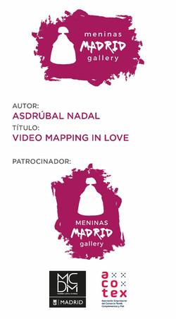 Menina con Video Maping