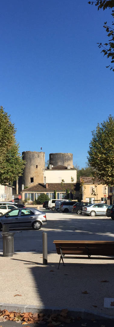 Villandraut > Place du Général De Gaulle