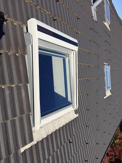 HMS Storen Dachfensterbeschattung mit Solarbetrieb in Steffisburg
