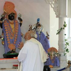 Pujya Rambapa praying