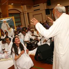 Pujya Rambapa giving blessings