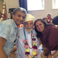 Pujya Rambapa and devotees
