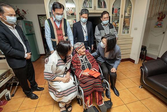 Tsai urges deeper understanding of indigenous tattoo culture