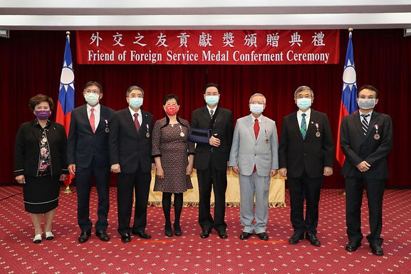 Taiwan hospitals, medicos awarded MOFA Friend of Foreign Service Medal