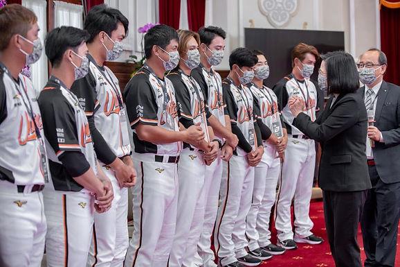 President Tsai lauds 2020 CPBL champions amid COVID-19