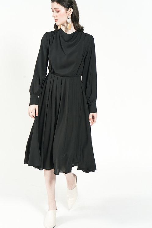 Đầm cổ đổ kiểu 2.260.000 VND