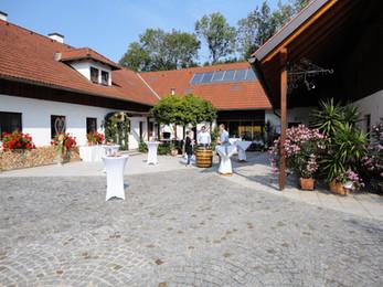 Innenhof am Kienbauerhof