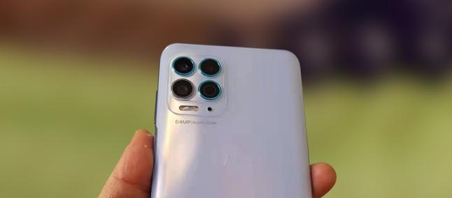 Motorola Nio exibe seu design com duas câmeras frontais e quatro câmeras traseiras