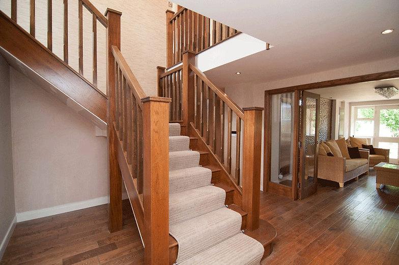 Complete-Oak-staircase-opposite-veiw---C